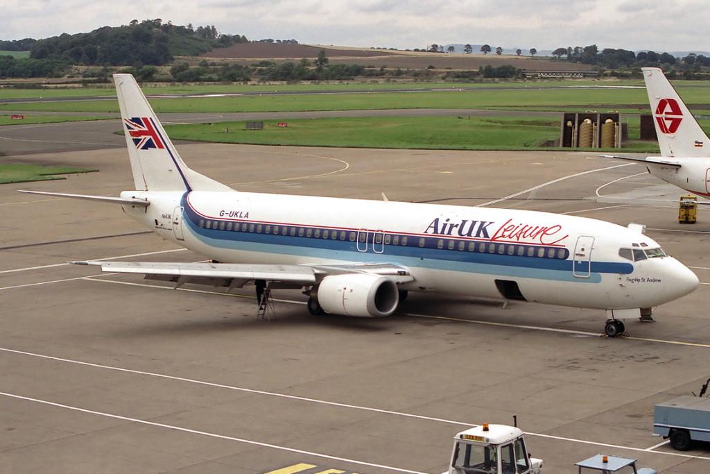 G UKLA Boeing 737 – 4Y0. Edinburgh September 1989 Photo John Allan.